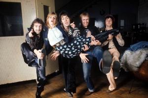 Denny Laine, Linda McCartney, Paul McCartney, Geoff Britton en Jimmy McCulloch